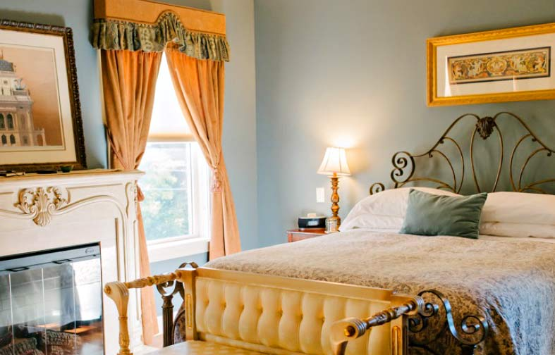 a romantic suite perfect for an anniversary or a wedding night