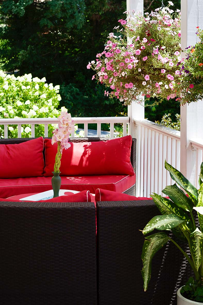 a comfortable sundeck with views of Rocheport