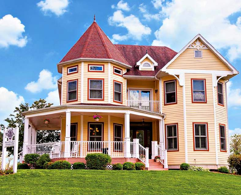 A modern luxurious bed and breakfast offering eight suites and Hosted House Rental in Rocheport